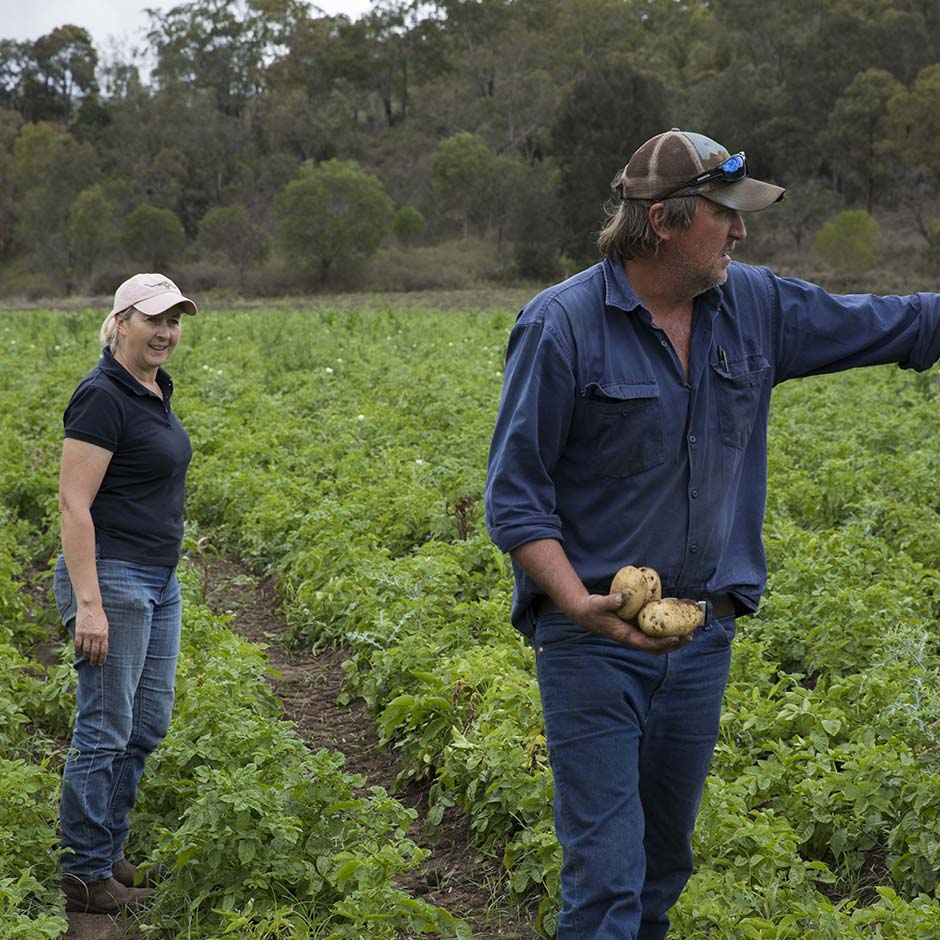 https://www.australianorganic.com/wp-content/uploads/2019/10/AustralianOrganics-Farmers-HelenGeoff-7.jpg